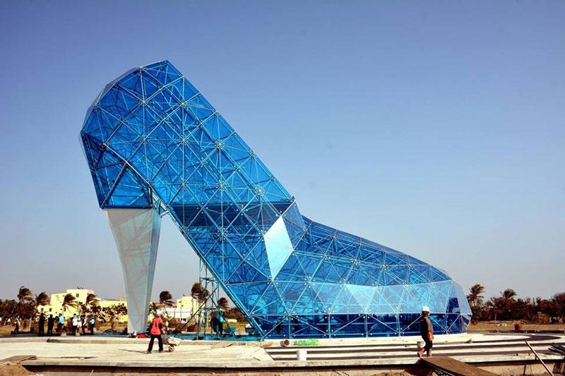 ساختمان شاخص نمای شیشه ای